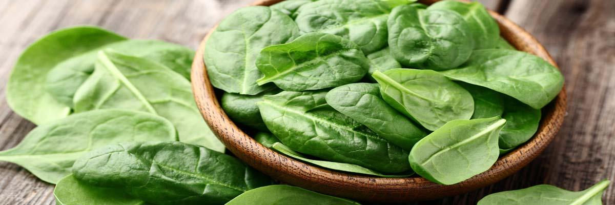 Tanden voelen ruw aan na eten spinazie