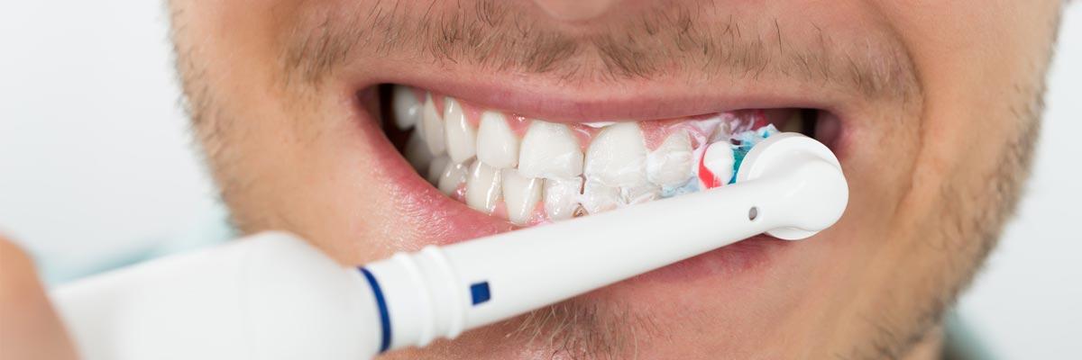 Handmatig poetsen met een elektrische tandenborstel?