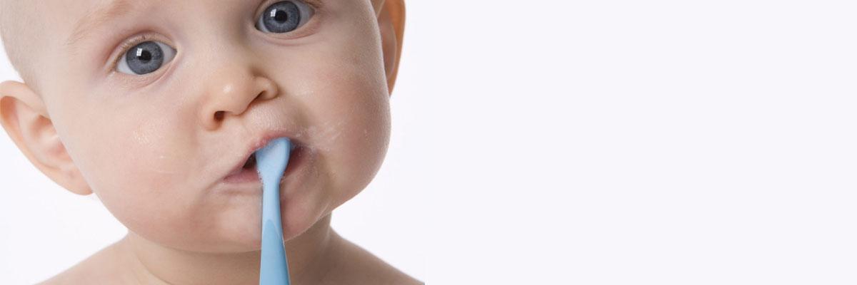 Hoe tanden poetsen bij een baby?